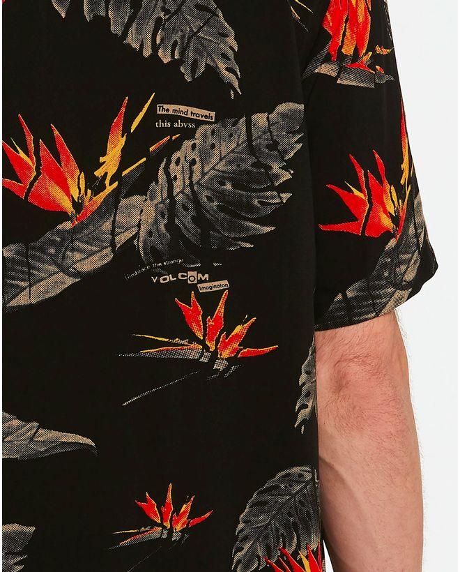 03.28.0302_Camisa-Volcom-Manga-Curta-Regular-Floral-Erupter-Preta--4-