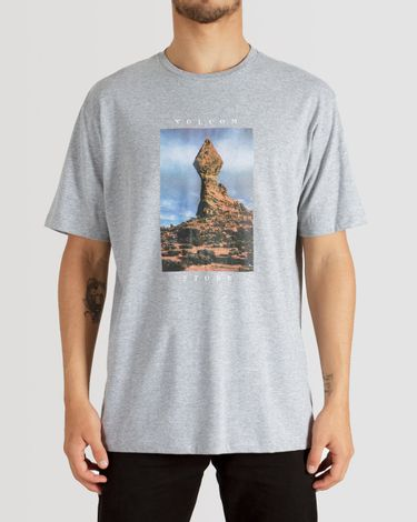 02.12.0320_Camiseta-Volcom-Slim-Fit-Manga-Curta-Stone-Stack--6-.jpg